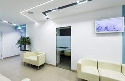 现代诊所内部,走廊 免版税库存图片