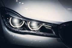 现代豪华技术的车灯汽车Projector/LED 免版税库存照片