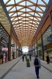 现代购物中心在布拉克内尔,英国 库存照片