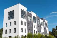 现代连续房子在柏林,德国 免版税库存图片