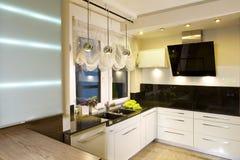 现代适合的厨房 库存照片