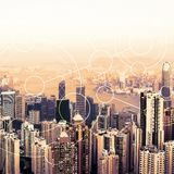 现代都市地平线 全球性通信和网络 Blockchain概念 高速数据和互联网连接 免版税库存图片