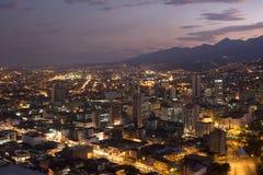 现代都市城市在晚上 免版税库存图片