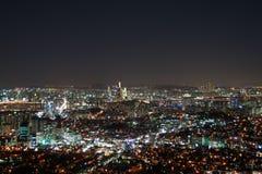 现代都市城市在晚上 库存照片