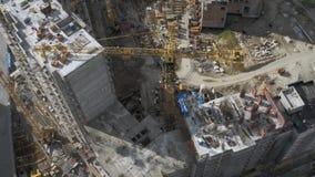 现代都市风景的未完成的居民住房工地工作 通风 股票视频