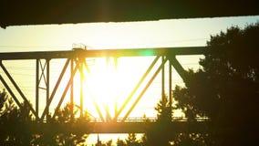 现代铁路桥梁关闭 铁路运输网络连接的市区 股票视频