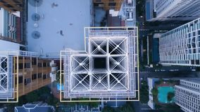 现代镇顶视图有摩天大楼的 一个惊人的风景的天线在一个城市的有现代摩天大楼的和 图库摄影