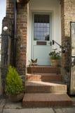 现代门英国的房子 免版税库存图片