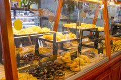 现代面包店内部  库存图片