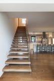 现代顶楼,楼梯视图 免版税库存照片
