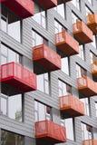 现代高层建筑物的明亮的阳台与先锋派a 库存图片
