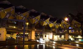 现代,抽象城市房子在晚上 免版税库存照片