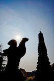现出轮廓从一部分的图片的Phra普朗黎明寺,曼谷泰国 免版税图库摄影