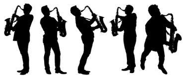 现出轮廓有萨克斯管的萨克斯管吹奏者 免版税图库摄影