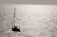 现出轮廓的帆船 库存图片