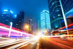 现在城市在晚上 免版税库存照片
