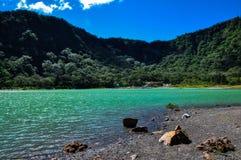 现在老火山的火山口Turquoise湖,永乐戏院,萨尔瓦多 免版税库存照片