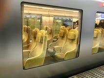 现在运行在西武线的独特的被设计的新的特级列车在东京,日本 免版税图库摄影