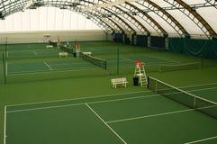 现场室内网球 免版税库存照片