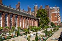现场庭院汉普顿宫殿 免版税库存图片
