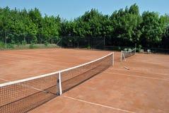 现场空的网球 免版税图库摄影