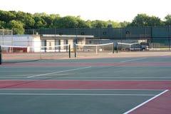 现场高中网球 库存照片
