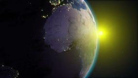 现实地球,转动在空间以满天星斗的天空和太阳圈为背景 库存例证