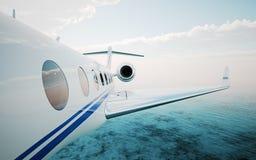 现实照片白色特写镜头,豪华普通飞行在海洋的设计私人喷气式飞机 现代飞机和云彩在天空 库存图片