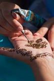 现有量无刺指甲花被绘的模式s妇女 免版税库存图片