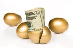 现金被孵化的蛋金黄 库存照片
