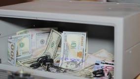 现金金钱贵重物品保险库 与堆的小住宅穹顶现金金钱 股票录像