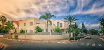 现代二层楼的房子在以色列 库存照片