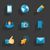 现代五颜六色的平的社会象 免版税库存图片