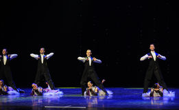 现代人以色列民间舞蹈这奥地利的世界舞蹈 免版税库存图片