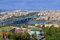 现代企业大厦在街市伊斯坦布尔 免版税库存照片