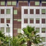 现代企业大厦门面在巴塞罗那,西班牙 免版税库存图片