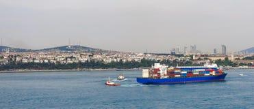 现代伊斯坦布尔和Bosphorus,土耳其 库存图片