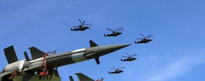现代俄国防空导弹和军用飞机 免版税库存照片