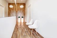 现代候诊室,招待会 舒适minimalistic内部 免版税库存图片
