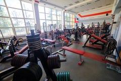 现代健身房内部 库存图片
