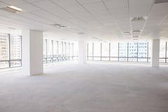 现代公司办公室空的内部  免版税库存图片