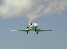 现代公司喷气机着陆 库存照片