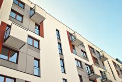 现代公寓外部 一个现代公寓的门面 免版税图库摄影