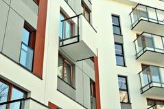 现代公寓外部 一个现代公寓的门面 免版税库存照片