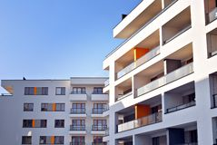 现代公寓外部 一个现代公寓的门面 图库摄影