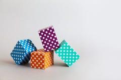 现代几何设计模板 抽象五颜六色的块圆点样式 紫罗兰色绿色橙色蓝色颜色 库存图片