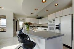 现代刷新的厨房内部 库存照片