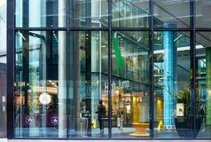 现代办公室和商务块在伦敦 库存图片