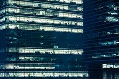 现代办公室在晚上 免版税库存照片