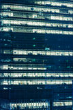 现代办公室在晚上 库存图片